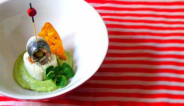 Salmorejo de espárragos verdes trigueros, rolling de queso fresco, salmón y sardina marinada