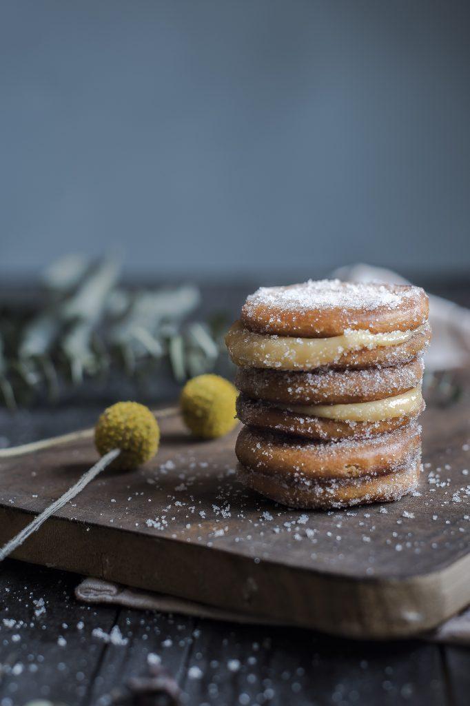 galletas fritas rellenas de crema